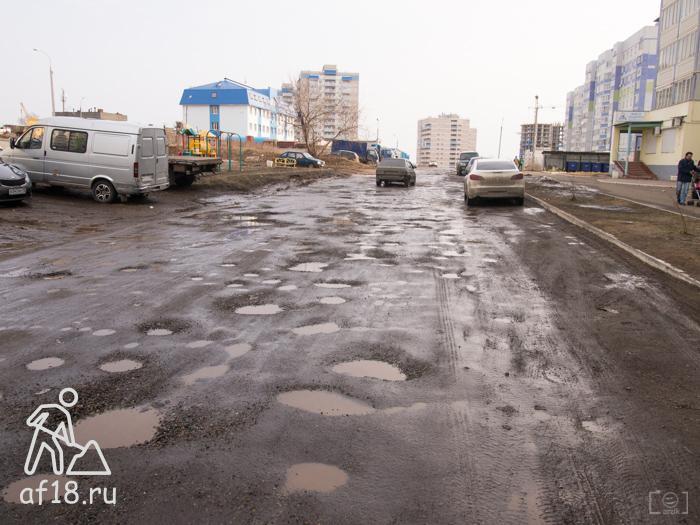 И. Закирова проезд между 18 и 20 домом 10.04.2016